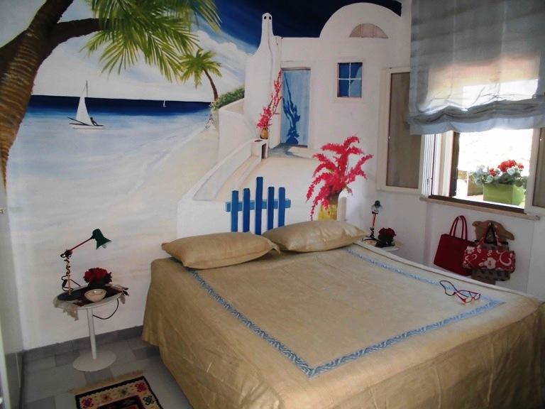Villa rosamarina stupenda villa a due piani con giardino for Piani di aggiunta camera da letto gratuiti